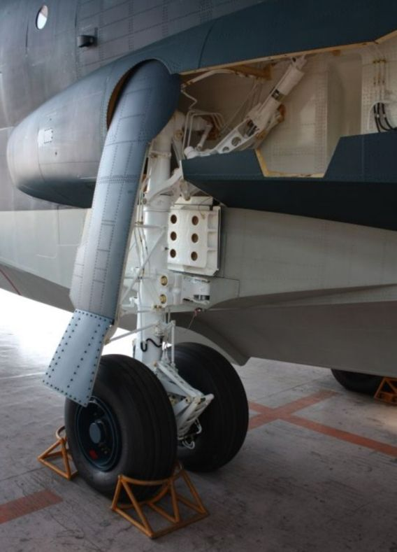 US-2 undercarriage