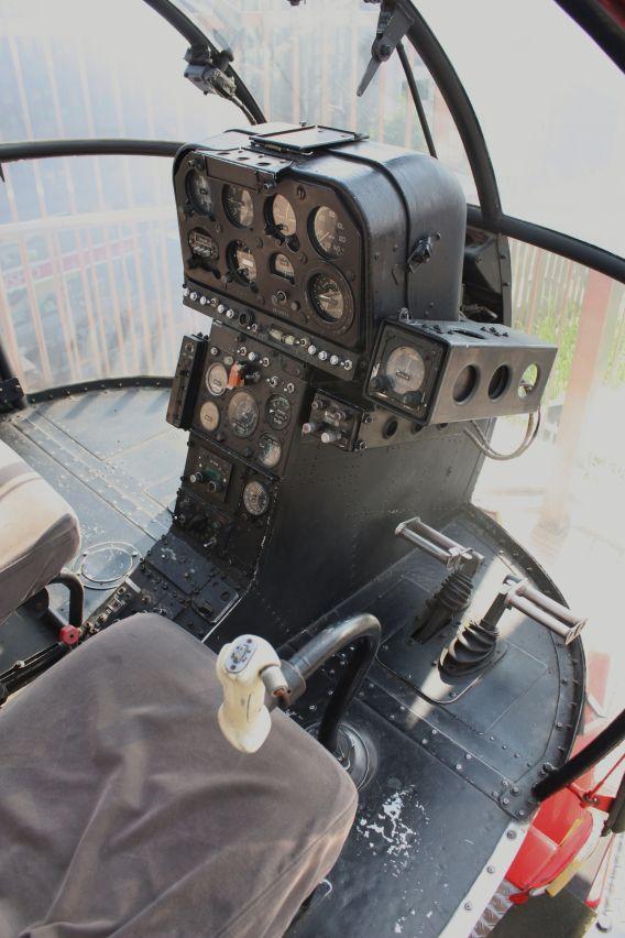 JA9071 cockpit