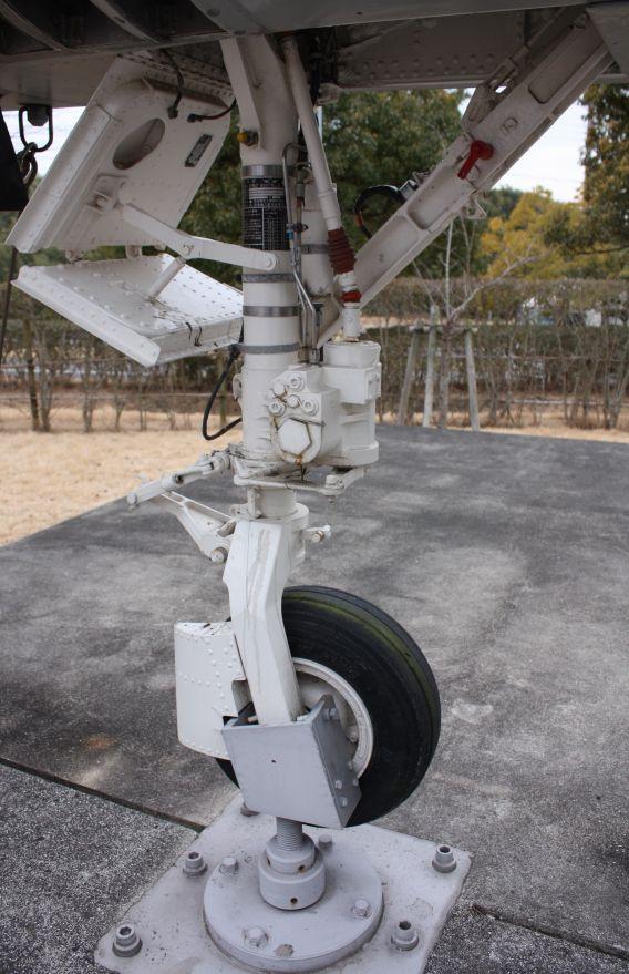 F-1 nosewheel