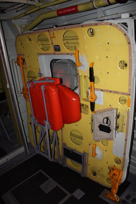 US-2 maindoor
