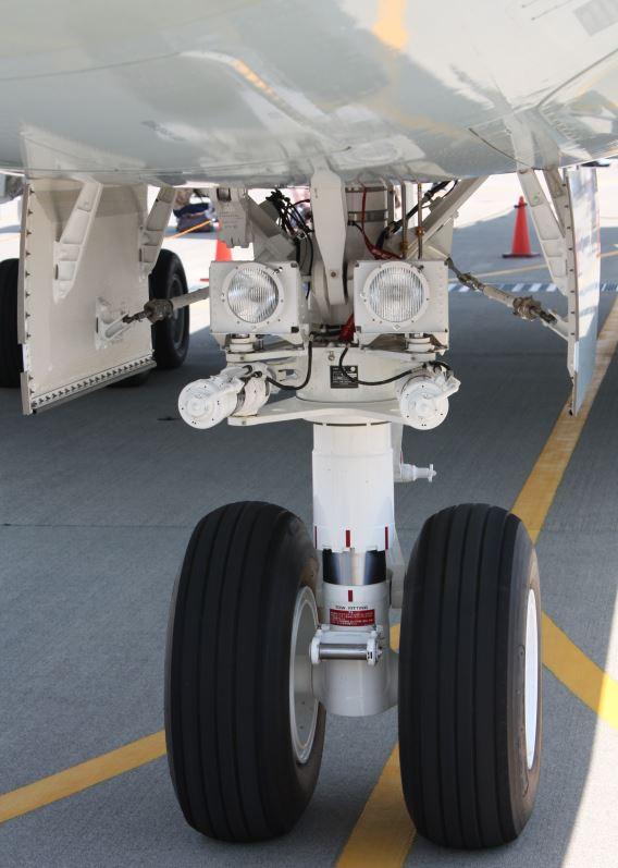 JMSDF P-1 nosewheel 1