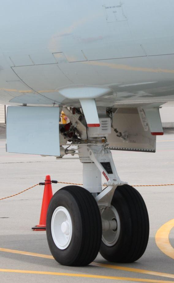 JMSDF P-1 nosewheel 2